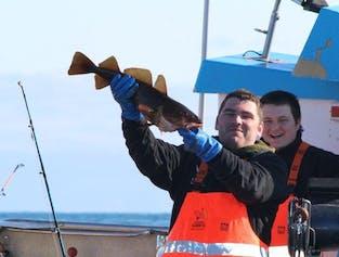 후사비크에서 떠나는 바다 낚시 투어   직접 낚은 생선으로 식사까지