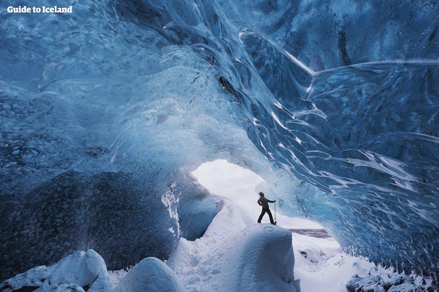 自然にできた氷の洞窟