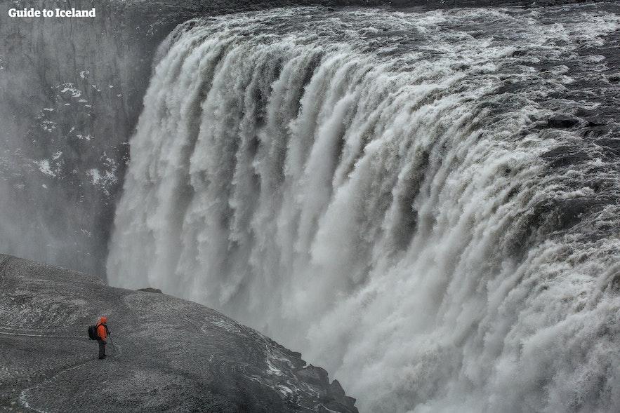 迫力満点のデッティフォスの滝