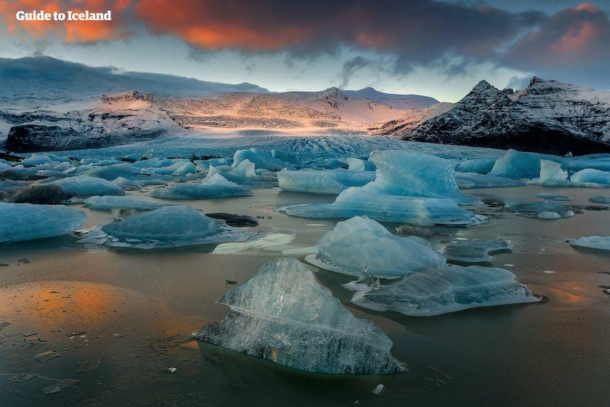 ヨークルスアゥルロゥン氷河湖