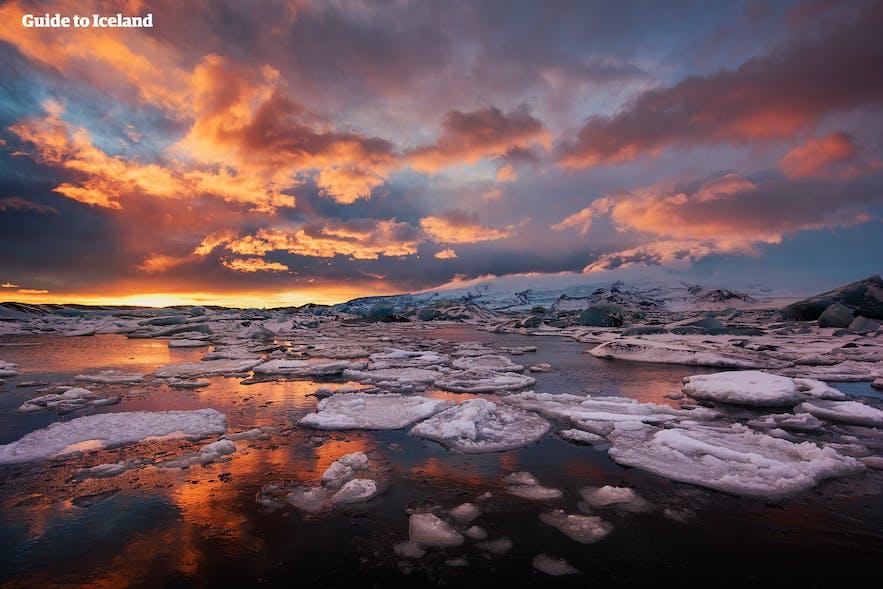Iceland's glacier lagoon Jökulsárlón is worth the visit