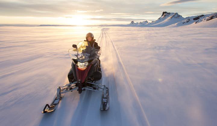 朗格冰川雪地摩托旅行团(黄金瀑布集合,适合自驾)
