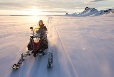 Aventura en moto de nieve en el glaciar Langjokull