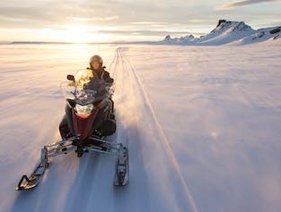 ラングヨークトル氷河でのスノーモービルツアー グトルフォスの滝集合
