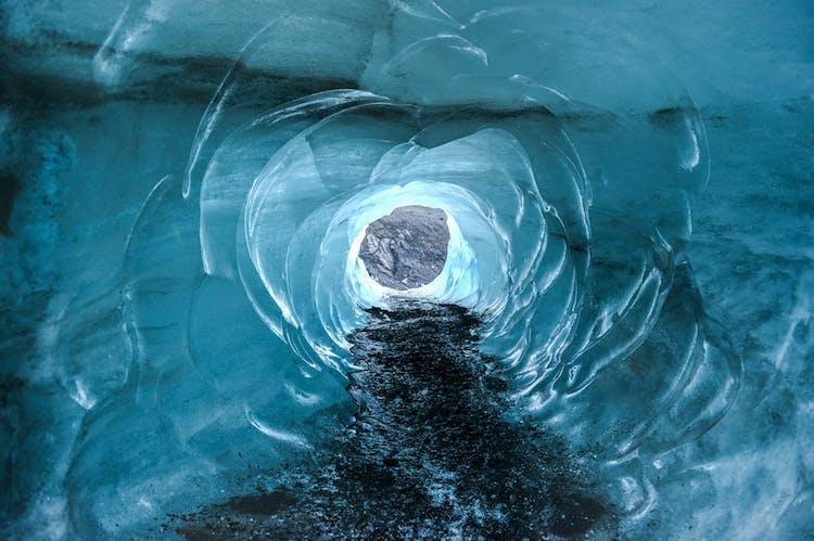 アイスランドの氷の洞窟