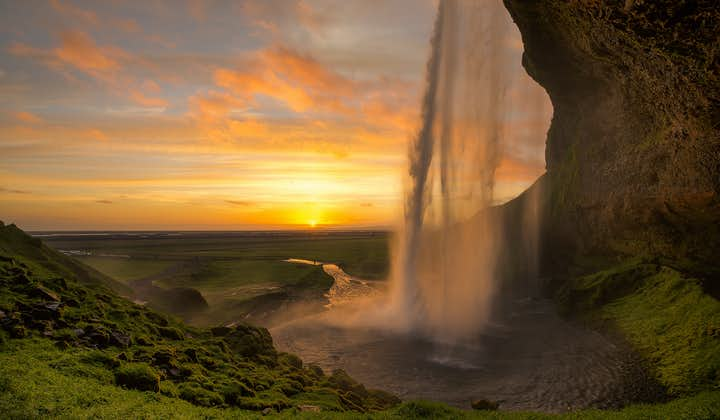 Seljalandsfoss, along with Skógafoss, is one of the major highlights of South Coast sightseeing tours.