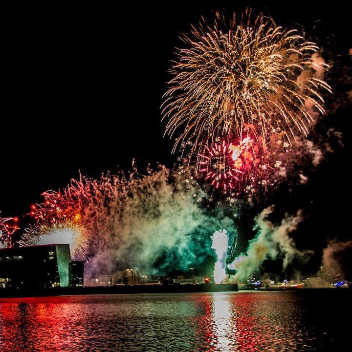 冰岛新年除夕夜跨年焰火船游旅行团