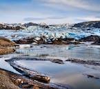 ソゥルヘイマヨークトル氷河の末端には溶けた水でできたラグーンがある