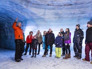 Visite d'un tunnel de glace et cascade Hraunfossar   Audioguide en français