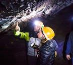 Stalactites dans le tube de lave de Leiðarendi.