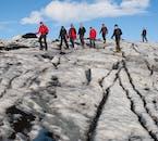 Votre guide vous gardera en sécurité loin des points faibles et des crevasses de Sólheimajökull.