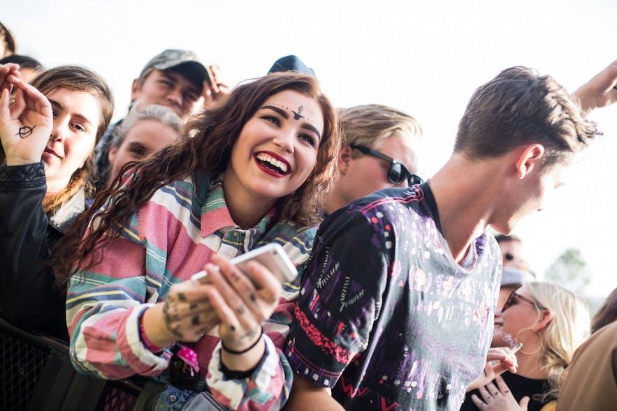 冰岛秘密夏至音乐节观众