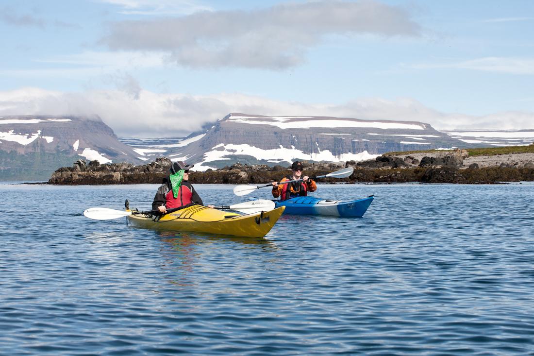 冰岛西峡湾是夏季体验皮划艇的最佳地点。