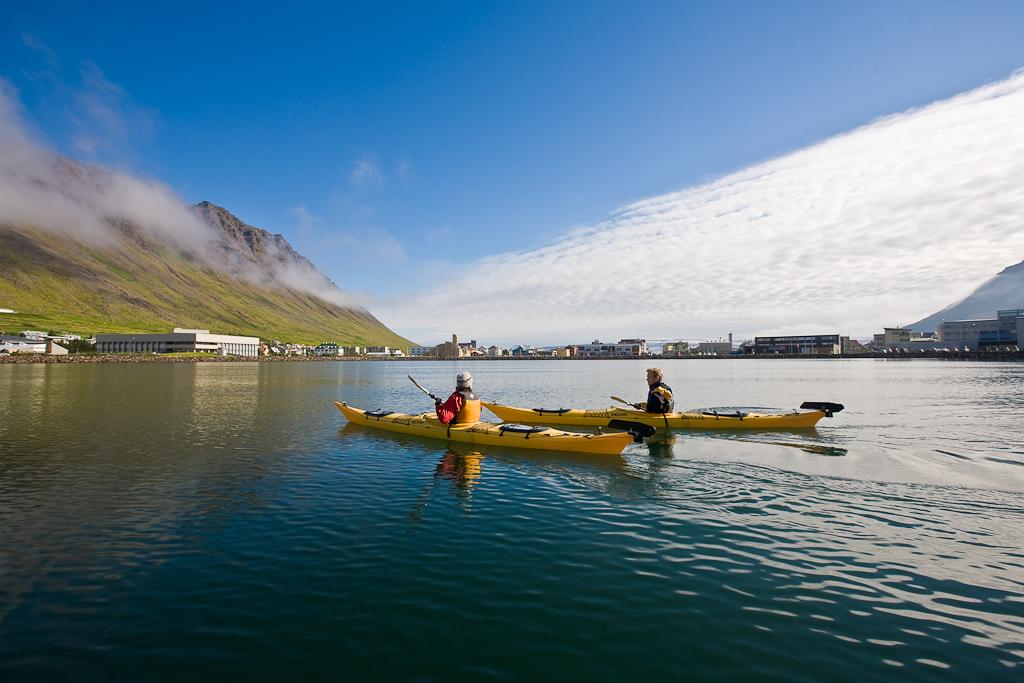 在夏季到冰岛西峡湾伊萨菲厄泽Ísafjörður玩皮划艇