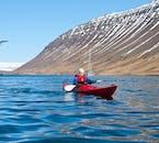 Un gilet de sauvetage est fournit lors de la sortie kayak depuis Isafjordur en été