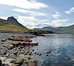 W trakcie wycieczki po Fiordach Zachodnich, kajaki już będą na Ciebie czekały