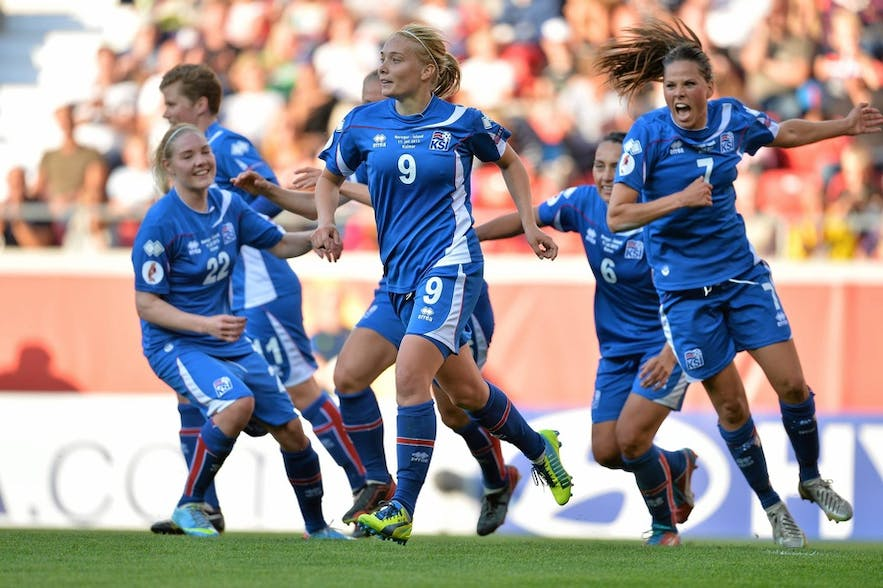 Icelandic women's football team members celebrating a goal
