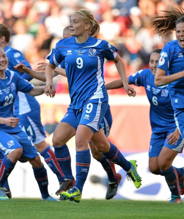 Icelandic women's football team members celebrating a goal