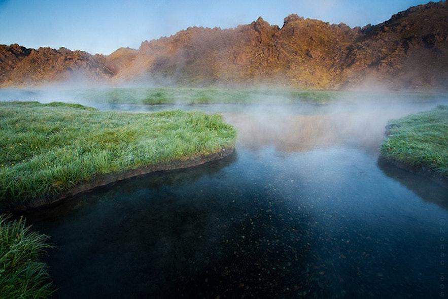 兰德曼纳劳卡温泉(Landmannalaugar,图片来自兰德曼纳劳克超级吉普团)