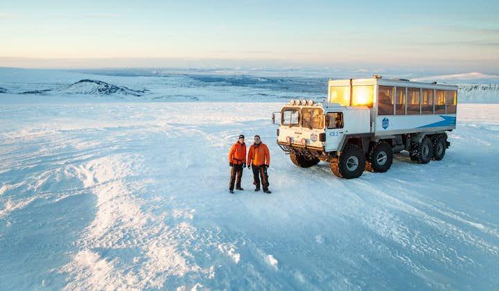 11-godzinna wycieczka do jaskini lodowej w Langjokull i do wodospadu Hraunfossar, z transferem z Reykjaviku