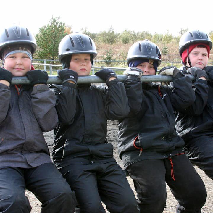 这个骑马旅行团的最低年龄限制为六岁
