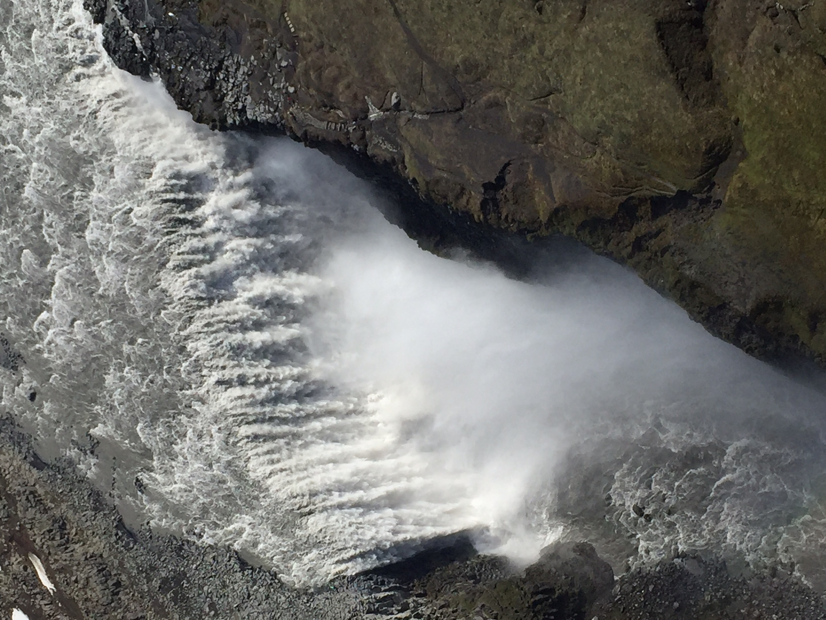 Der größte Wasserfall Europas, der Dettifoss, aus der Luft.
