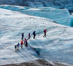 ソゥルヘイマヨークトル氷河での氷河トレッキングはアイスランドに来たからには挑戦したいアクティビティだ