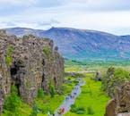 Links auf diesem Foto ist der Rand der nordamerikanischen tektonischen Platte im Þingvellir-Nationalpark zu sehen.