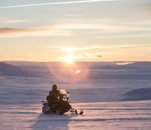 Tour al Círculo Dorado y motos de nieve | Audioguía en español