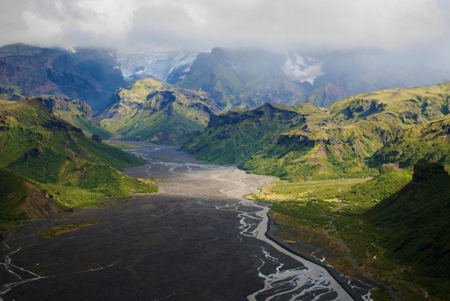 Die kontrastreiche Landschaft von Þórsmörk