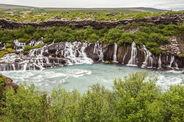 6日間にわたってアイスランドのダイナミックな自然を満喫する旅