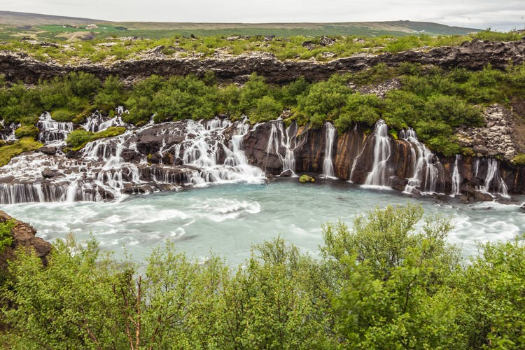 Over six days, you will see a variety of natural features, including rocky coastlines, waterfalls, glaciers and canyons.