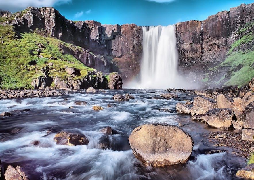 辛格维利尔国家公园的Öxarárfoss瀑布