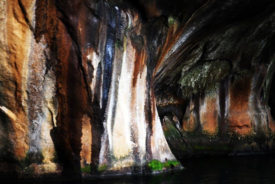 韦斯特曼纳群岛(西人岛)海蚀洞