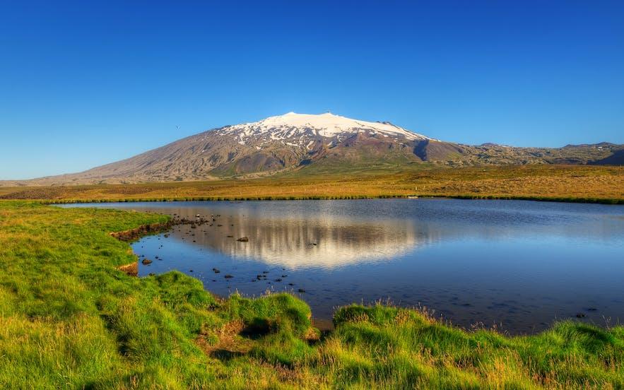 夏日清晨的斯奈菲尔冰川(Snæfellsjökull)
