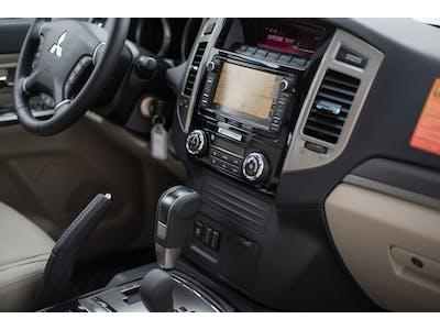 Mitsubishi Pajero 4x4 Automatik, eingebautes Navi 2017