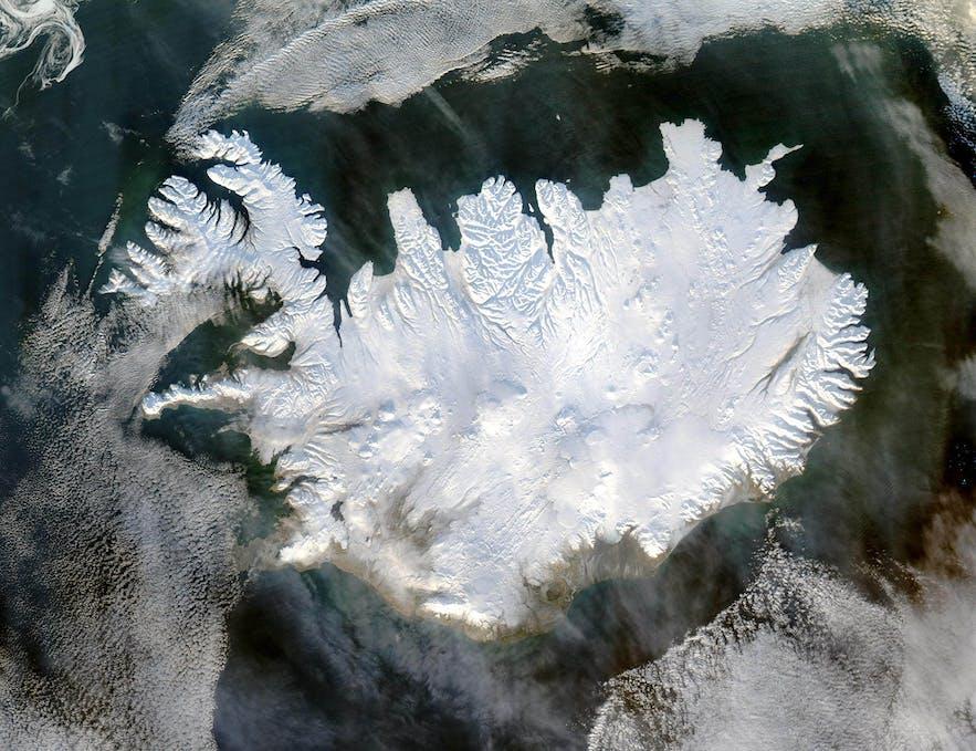 冰雪覆盖下的冰岛