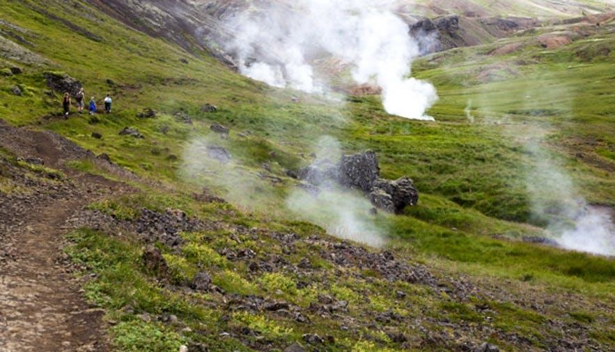 地熱活動が活発的なレイキャダルル渓谷