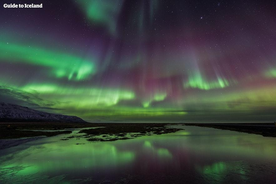 极光是太阳粒子在空中铺展的画作