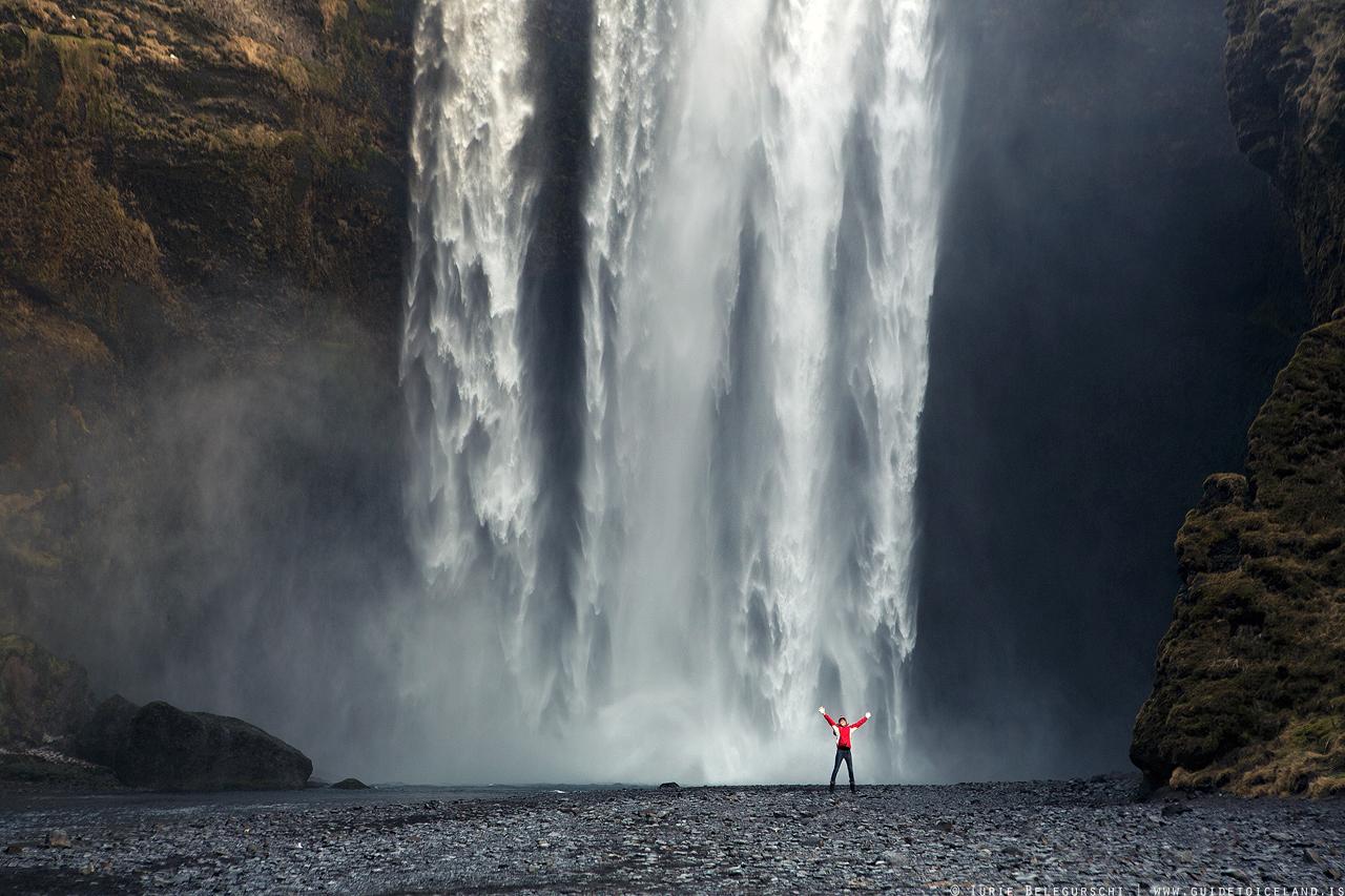 南岸的斯科加瀑布气势磅礴,又位于一号环岛公路旁,难怪是冰岛最著名的瀑布之一