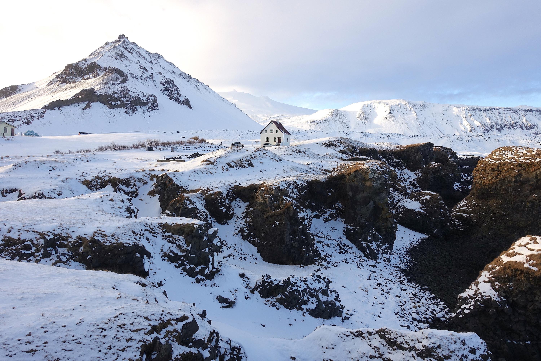 斯奈山半岛被称为冰岛缩影,其景色的代表性可见一斑