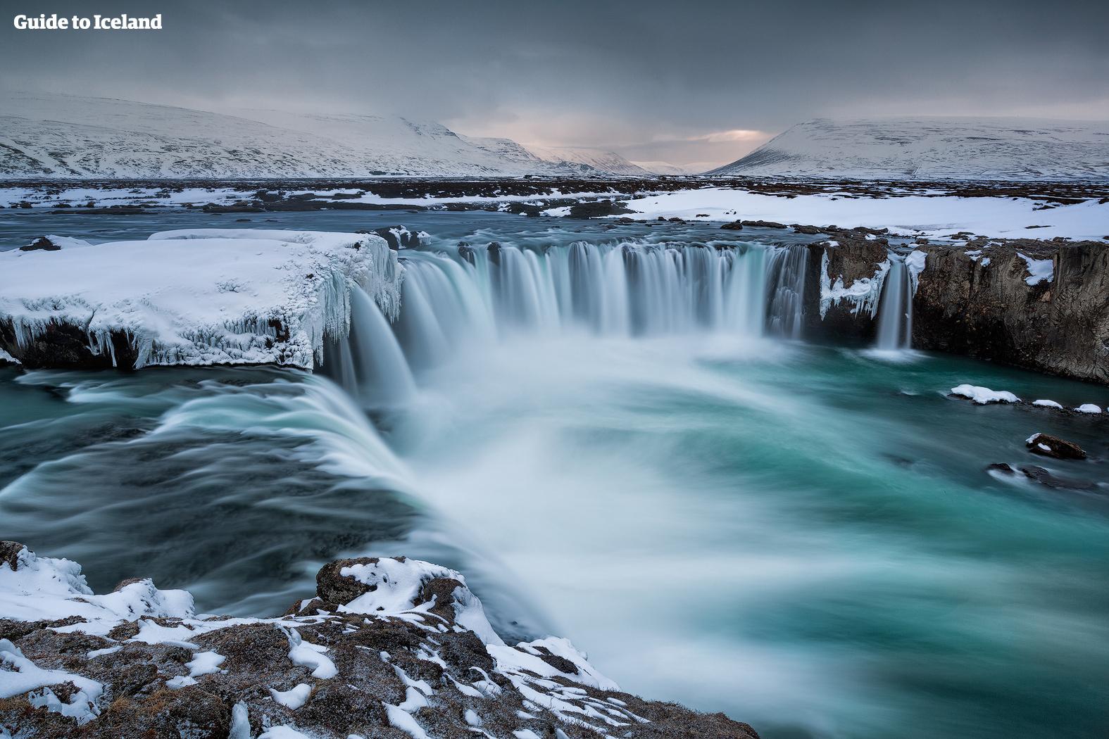 在阿克雷里和米湖之间,是美丽的众神瀑布Godafoss