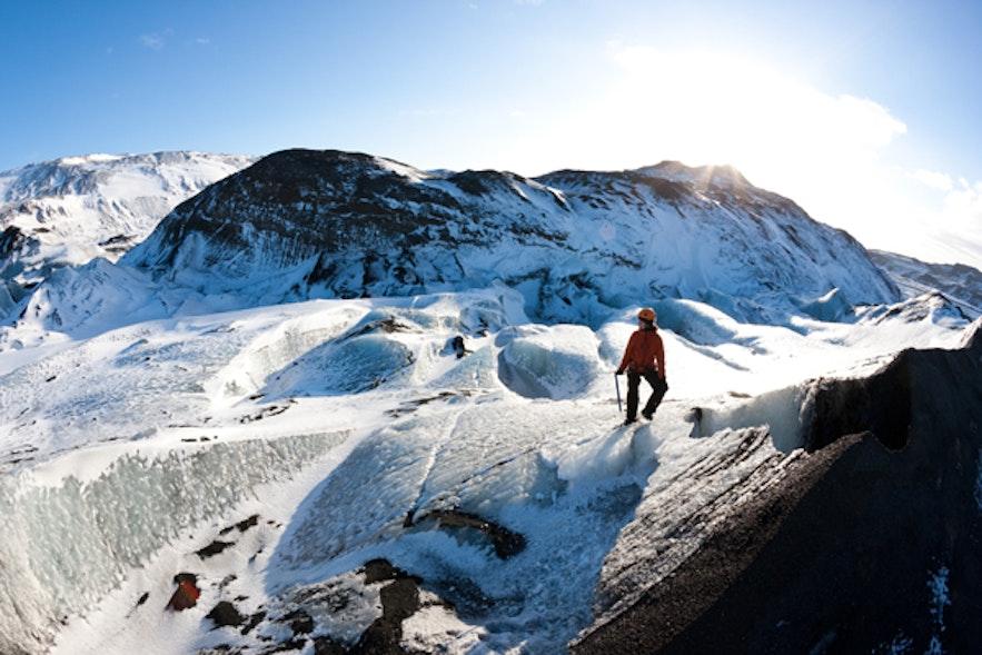 アイスランドで楽しめる氷河ハイキング