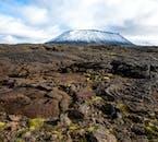 Zerklüftete Lavafelder nahe der Berge Hverafell und Hvannfell.