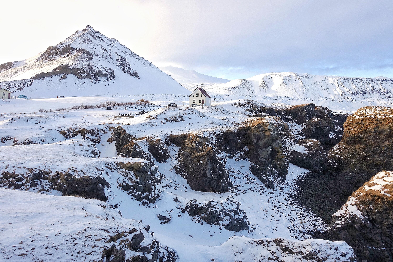 冰岛西部斯奈山半岛的90公里海岸线上分布着无数迷人的自然胜景