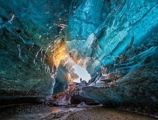 冬季バスツアー2日間|氷の洞窟と氷河湖 - 南海岸(ホテル泊)