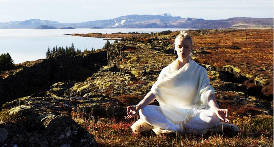 来冰岛,做瑜伽!