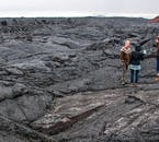 クラプラ火山の周辺にある溶岩原には苔に覆われていない溶岩が観察できる