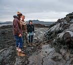 ミーヴァトン湖の近くにドロドロと流れ出した溶岩が不思議な形に固まる