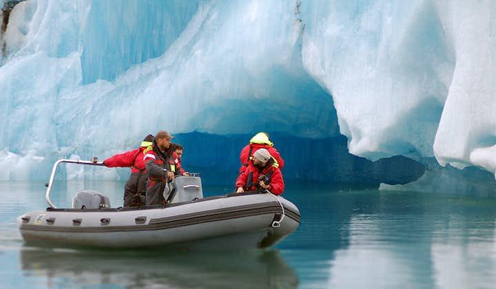 ヨークルスアゥルロゥン氷河湖Zodiacボートツアー